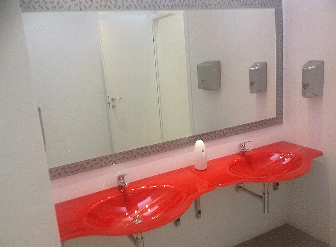 Realizzazione top bagno elementi in vetro per il bagno for Elementi bagno